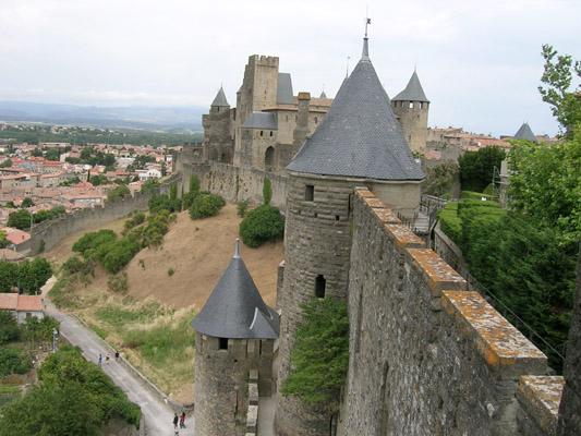 http://www.autour-des-chateaux.com/Chateaux/Aude/Carcassonne/DSCN0699.JPG